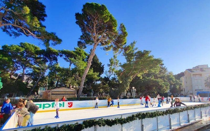 Ice Wonderland™ klizalište na rivi Božićnog grada Makarska